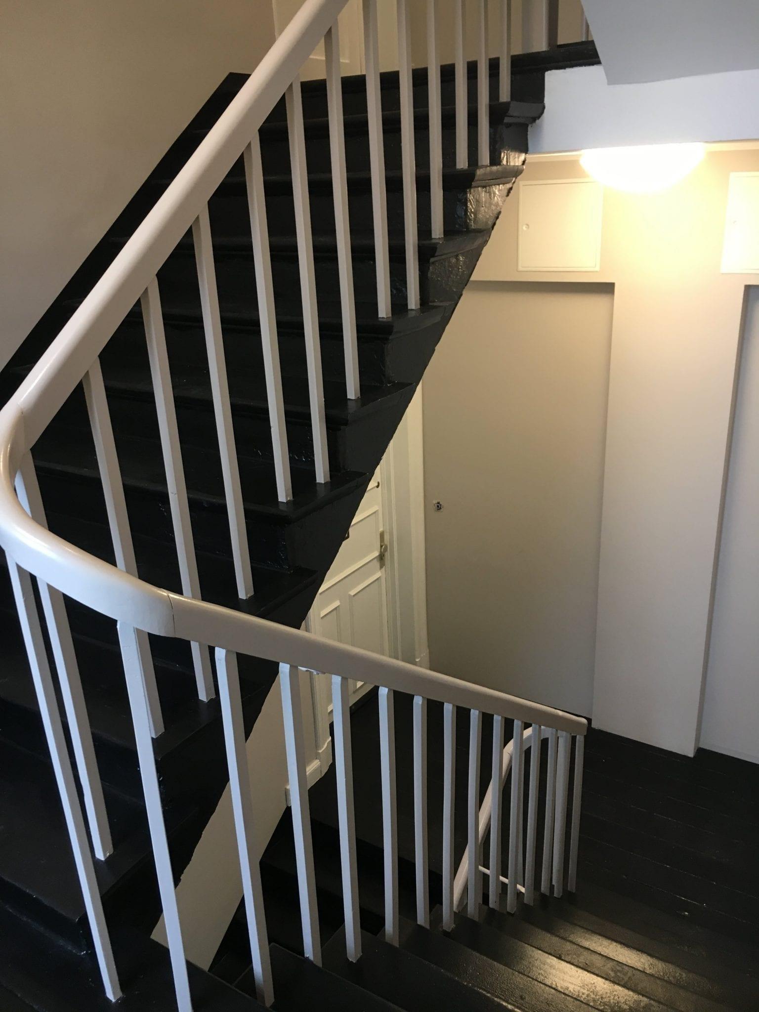 treppenrenovierung in hamburg treppen gel nder streichen. Black Bedroom Furniture Sets. Home Design Ideas