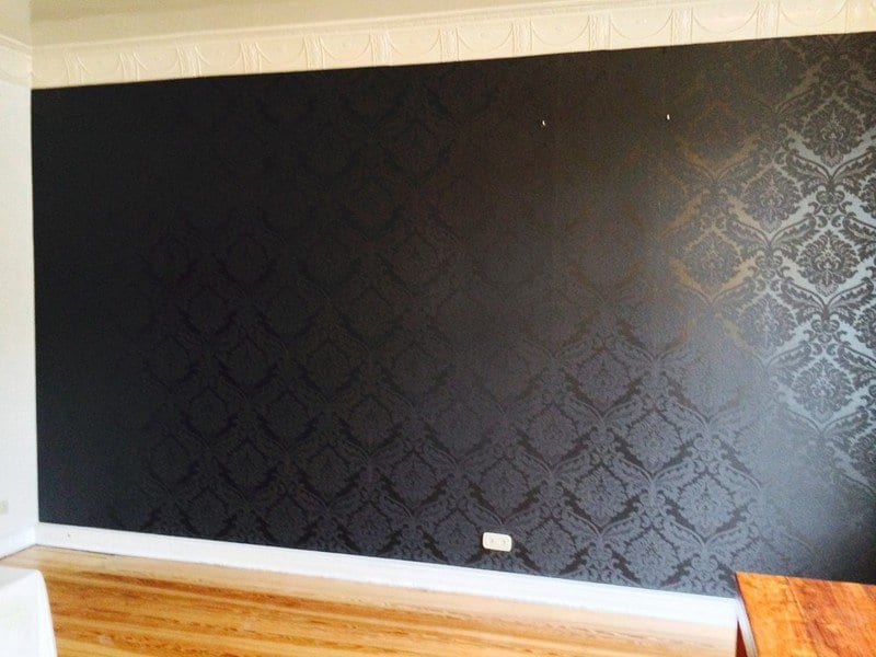 Malerarbeiten in hamburg streichen tapezieren for Schwarze mustertapete