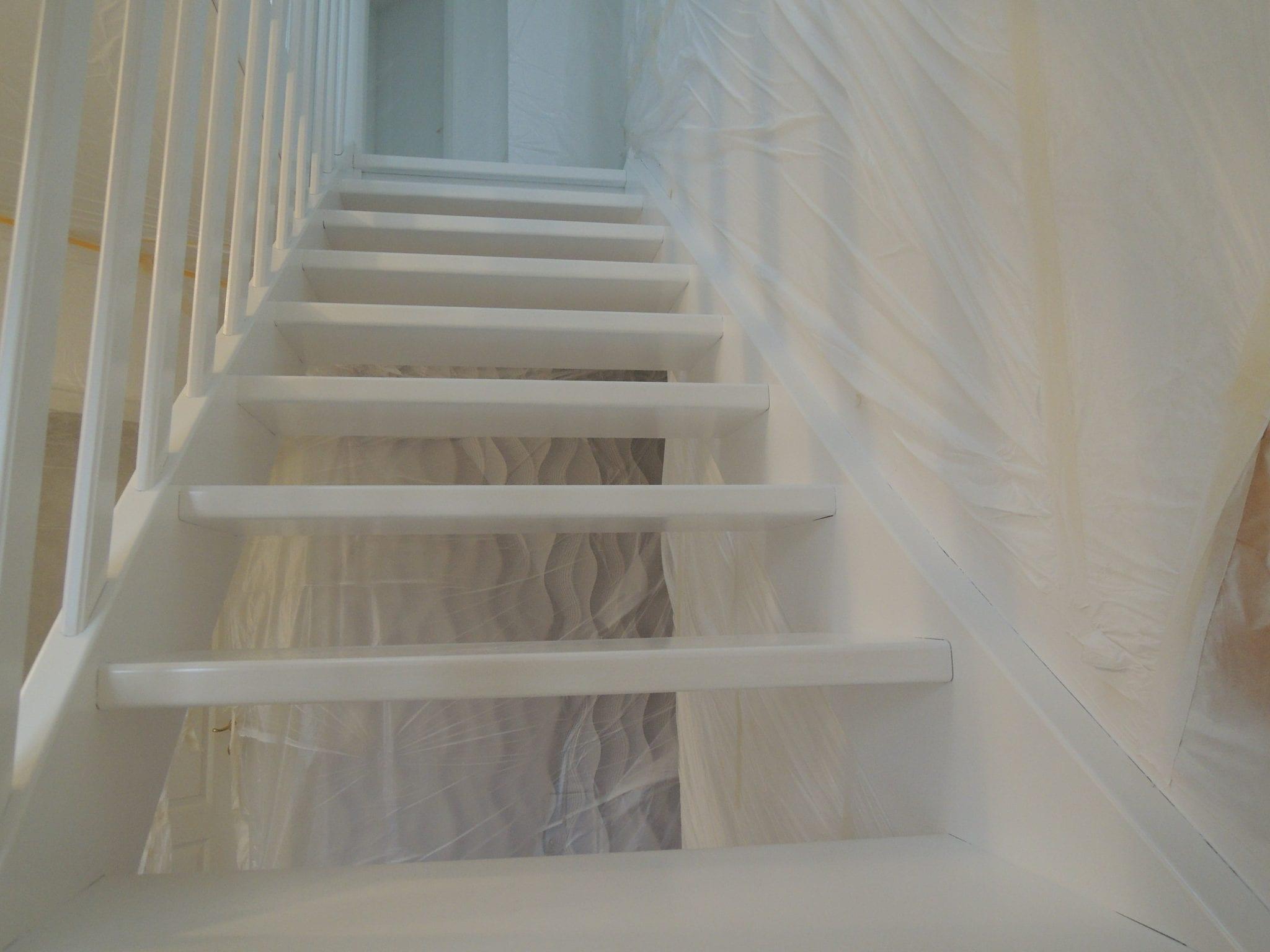 treppe lackieren great stalen trap en balustrade treppe lackieren wohnzimmer neue huser with. Black Bedroom Furniture Sets. Home Design Ideas