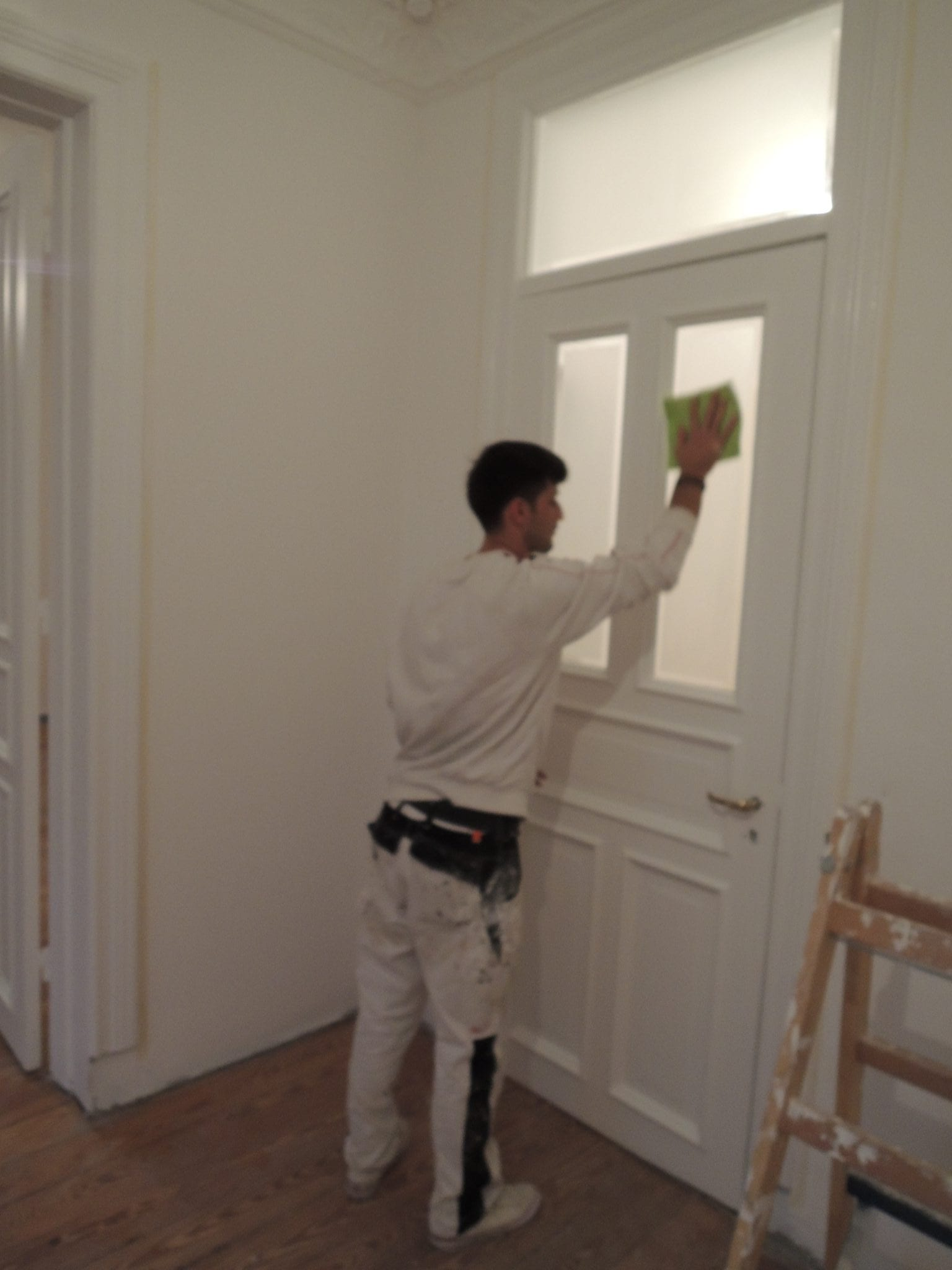 renovierung von altbaut ren lackieren lassen profimaler. Black Bedroom Furniture Sets. Home Design Ideas