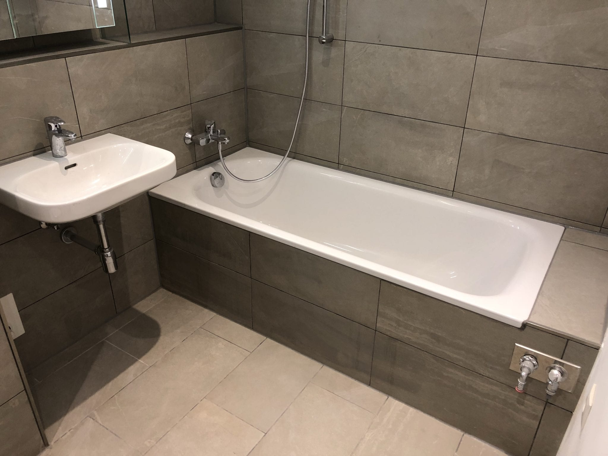 Badezimmer sanierung cheap badezimmer sanierung malente for Bad komplettsanierung