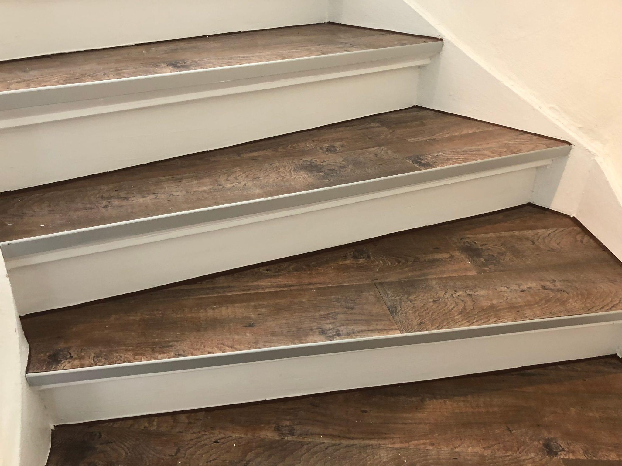 Treppen streichen und Bekleben mit Laminat vinylboden