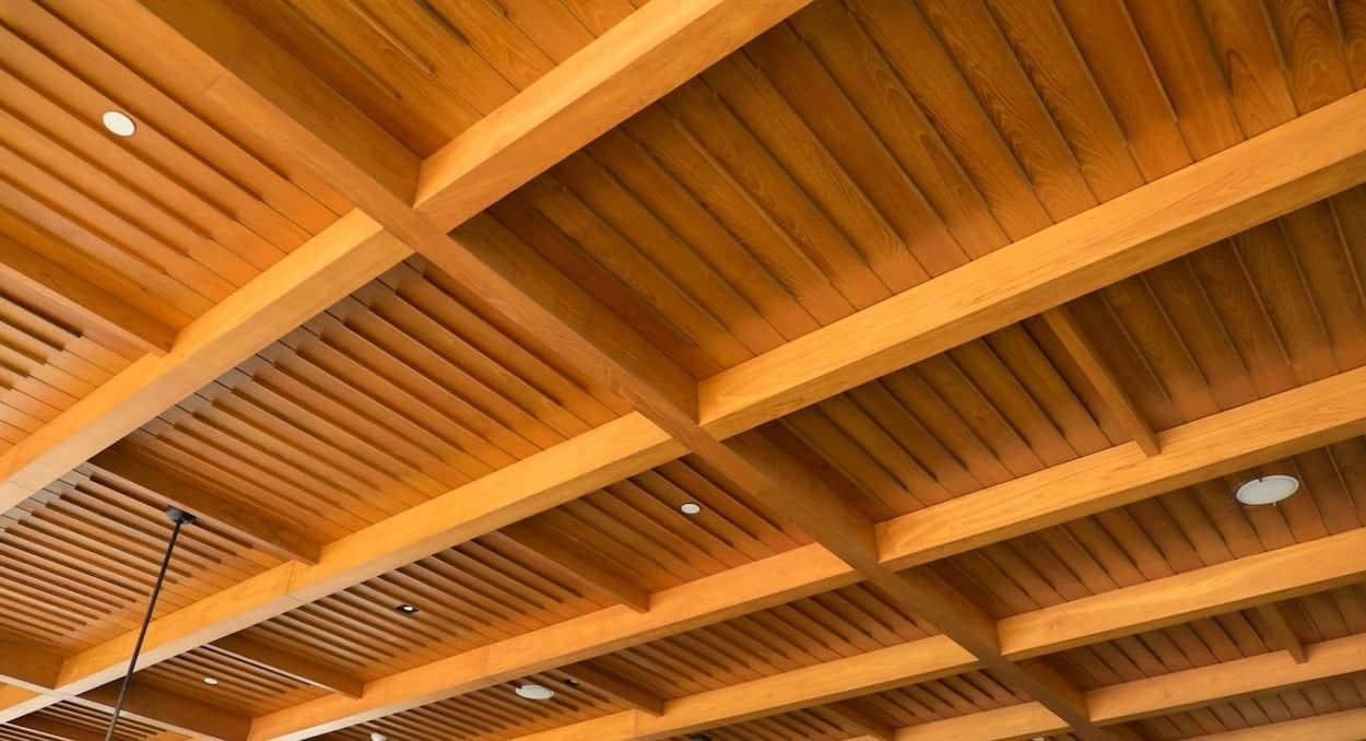 Holzdecke selbst streichen